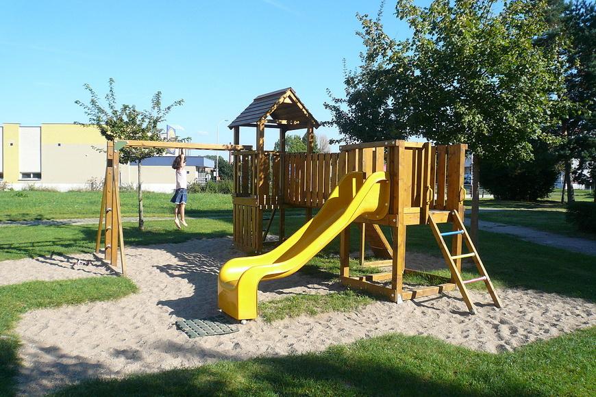 Dětské hřiště - Ortenova ulice (3)