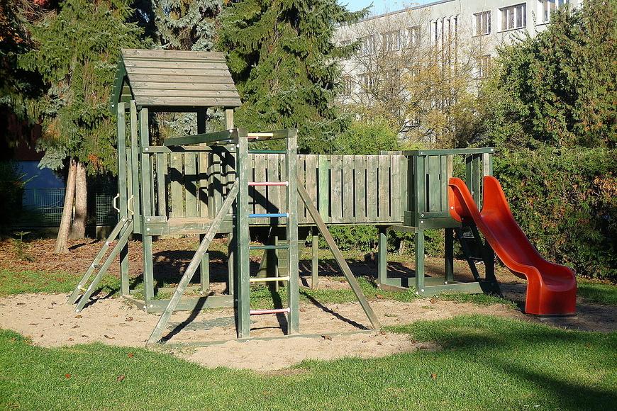 Dětské hřiště - Puškinská ulice (1)