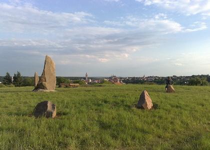 Menhir - energetický keltský kámen.jpg