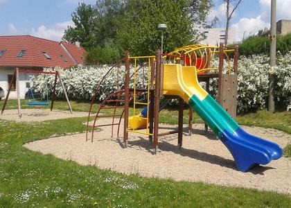 Dětské hřiště - Kaňk (2)